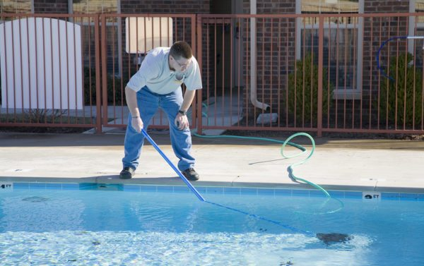 The Pros of Hiring A Pool Cleaning Service